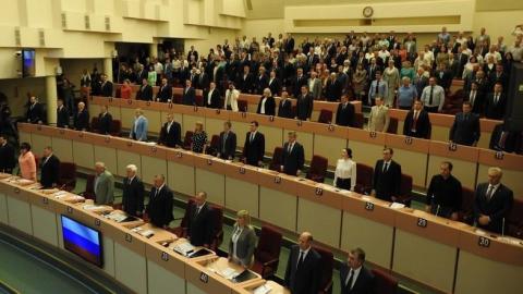 Депутатам облдумы запретят брать в помощники родственников