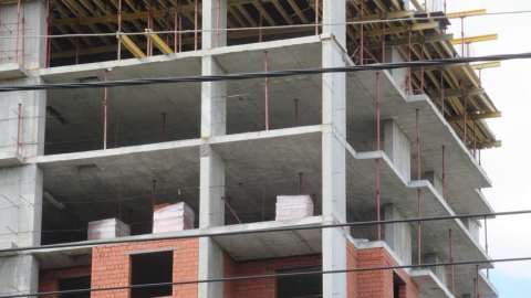 Строительство проблемных домов на Шелковичной и Рабочей возобновится в начале осени