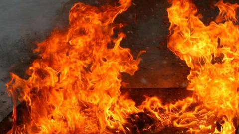 В области сгорели две машины, дом и сенник