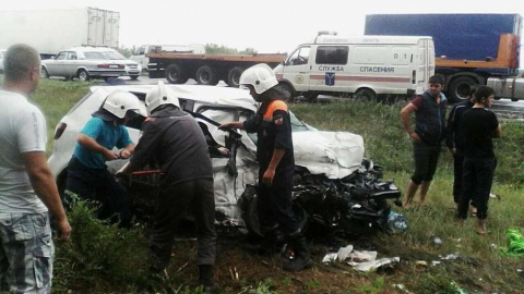 Под Вольском в аварии погибли мужчина и женщина, пострадал ребенок