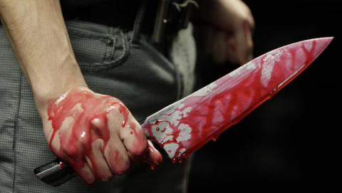 Житель Маркса вонзил нож в ягодицу приятеля