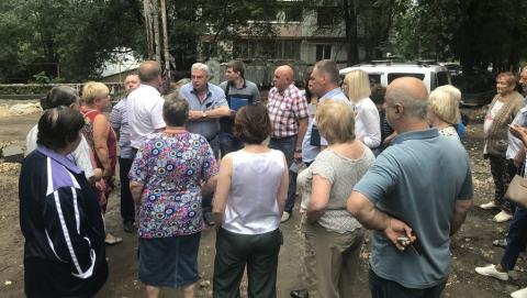 Депутаты встретились с жителями многоквартирных домов Волжского района