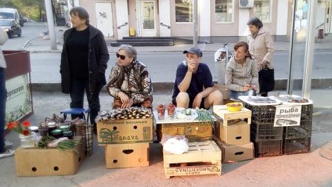В Ленинском районе Саратова проверили уличных торговцев