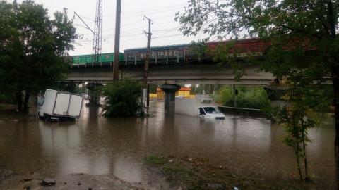 """Под мостом на ВСО """"затонули"""" грузовики"""