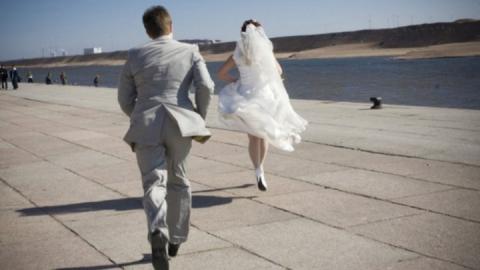 Бизнес-омбудсмен рассказал о включающей «похоронный марш» на чужой свадьбе саратовчанке