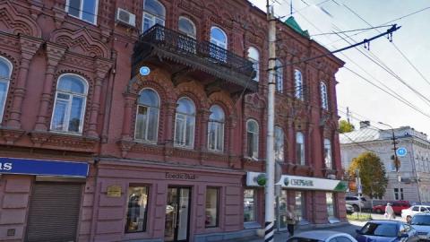 """Владельца магазина """"Краски"""" вынудили убрать вывеску с исторического здания на Московской"""
