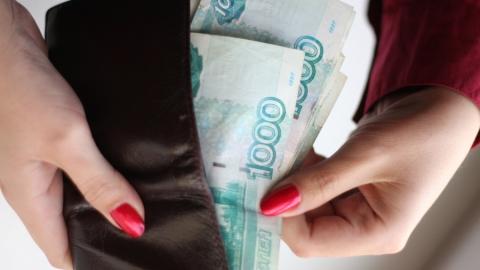 Приставы уговорили сельчанку расстаться с долгом в 130 тысяч