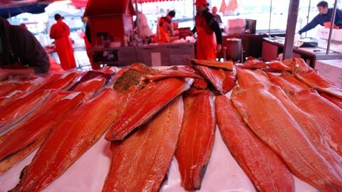 Вор-рецидивист похитил рыбные деликатесы с прилавка магазина