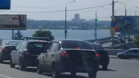 При въезде на мост Саратов – Энгельс образовалась пробка