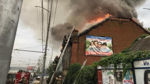 В Саратове загорелась двухэтажка на Большой Горной