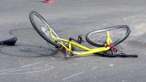 """""""Рено"""" сбил пенсионерку на велосипеде"""
