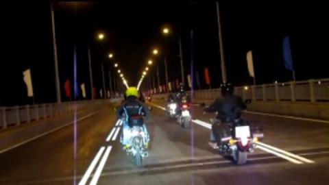 На мосту через Волгу столкнулись мотоцикл и ВАЗ-2112