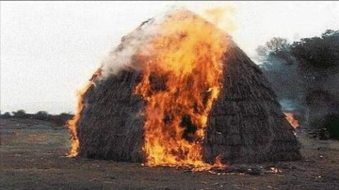 Крупный пожар в Советском спалил тонну сена и сарай