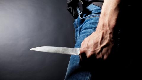 Безработный уголовник с ножом угрожал убийством саратовчанке