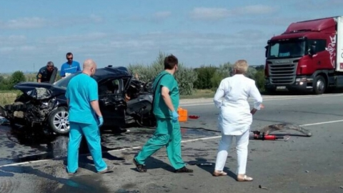 """В аварии с """"КамАЗом"""" погибли двое детей и женщина"""