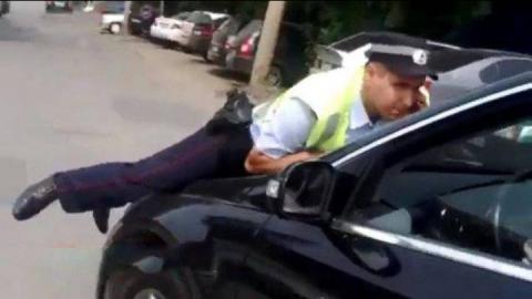 В Марксе пьяный водитель совершил наезд на полицейского