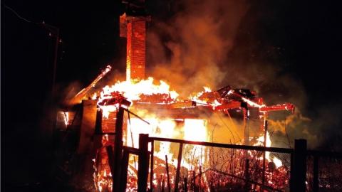 В области сгорели гараж, баня и дача