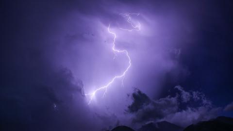 Саратовцев предупреждают о грозе предстоящей ночью
