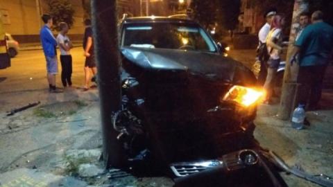 Иномарка протаранила столб на улице Зарубина