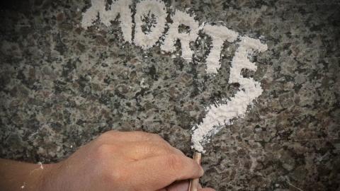 Житель Энгельса организовал в квартире притон для наркоманов