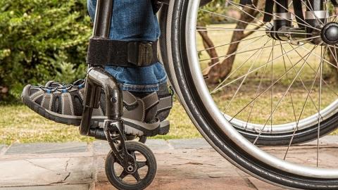 Вор-рецидивист украл деньги у инвалида