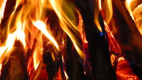 Мужчина поджег дом сожительницы вместе с ее детьми и внуками