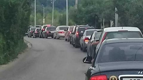 Дорога из Затона в Юбилейный встала из-за пробки