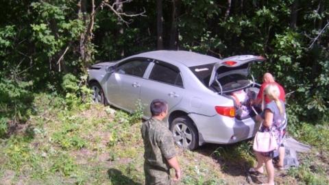 """Водитель """"Тойоты"""" врезался в дерево, уходя от лобового столкновения"""