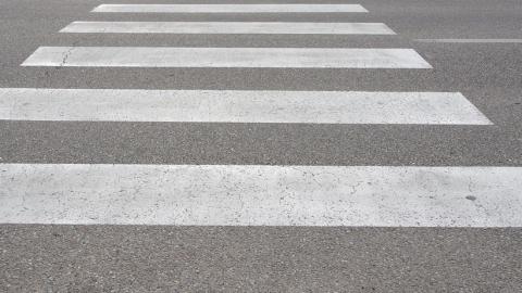 На пешеходном переходе автолюбитель наехал на женщину