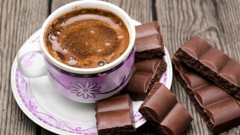 Вор и наркоман украл из магазина 45 плиток шоколада и кофе