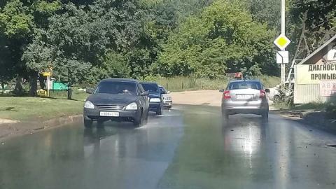 Улицу Ипподромную заливает водой