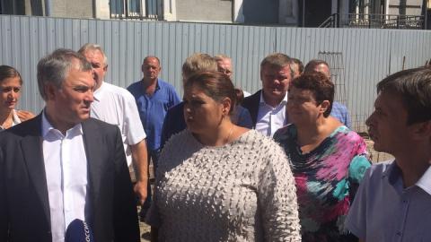 Володин остался недоволен темпами строительства школы в Солнечном-2