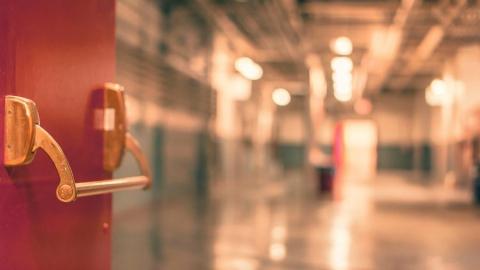 В Саратове мужчина изнасиловал знакомую на своем рабочем месте