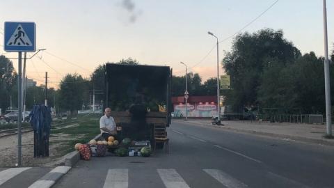 Саратовцы возмущены продажей арбузов на проезжей части