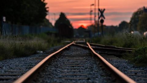 В Саратовском районе временно закрывается железнодорожный переезд