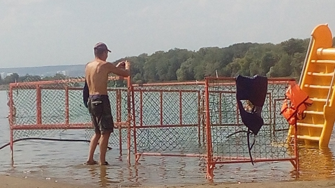 """Саратовчанка жалуется на """"папарацци"""" на энгельсском пляже"""