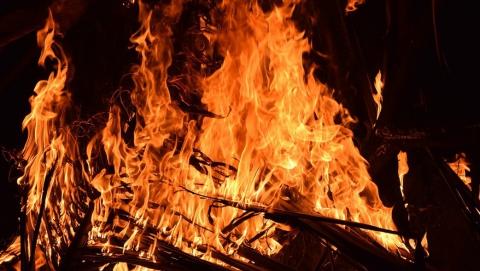 В области горели дома, в Саратове – торговые павильоны