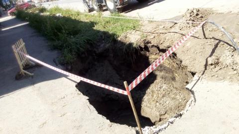 В Заводском районе рабочего засыпало землей
