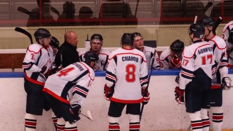 Саратовские хоккеисты выиграли послематчевые буллиты в первом матче нового сезона