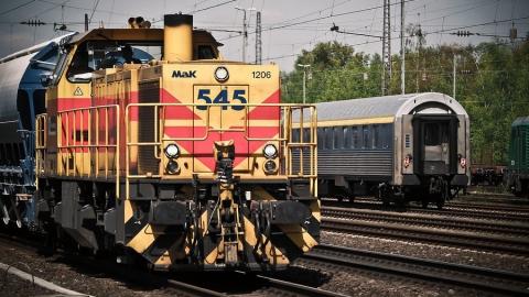 Под Саратовом пассажирский поезд столкнулся с иномаркой
