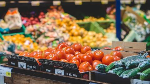 На саратовские рынки не допустили 30 тонн некачественной еды