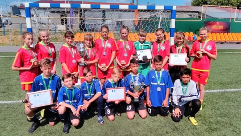 Международный мини-футбольный турнир выиграли команды Хвалынска, Петровска и Новых Бурас