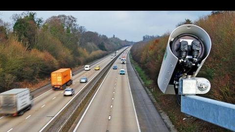Саратовские водители с топорами нападают на камеры фотовидеофиксации