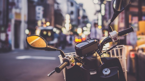 Изгнанные из центра мотоциклисты будят жителей окраин
