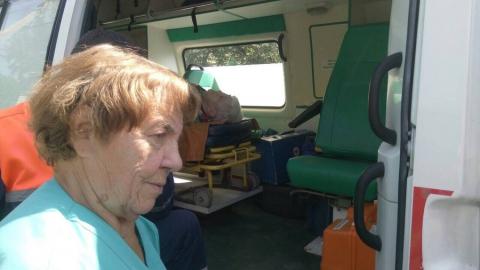 Пенсионерка травмировалась при падении в яму уличного туалета
