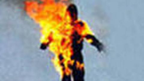 На жителе Энгельса загорелась одежда