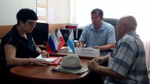 На прием по личным вопросам к Александру Янкловичу пришли 14 человек