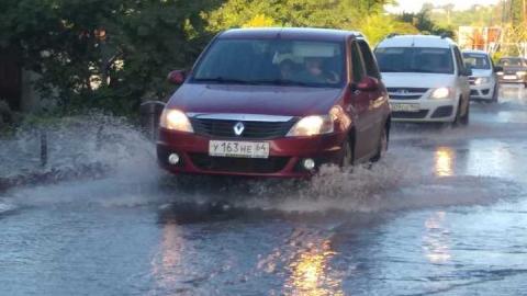 Вода заливает улицу Танкистов
