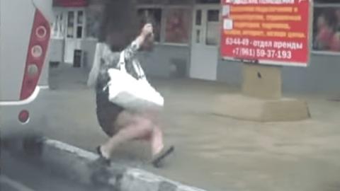 В Березовке из движущегося автобуса выпала пенсионерка