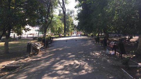 Бульвар на Рахова стал центром притяжения бомжей
